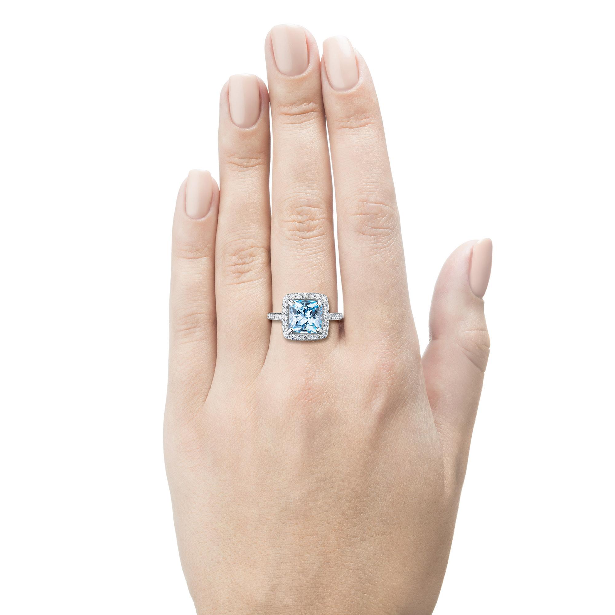 Кольцо из золота с бриллиантом и топазом э0943кц022104541